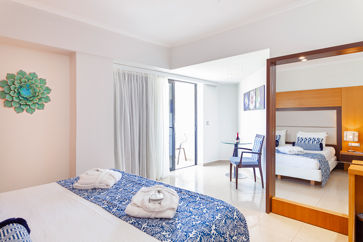 Twin / Double Rooms Inland View